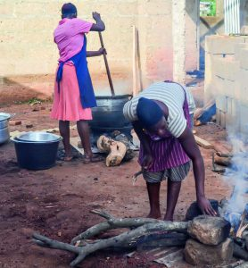 Skolkök ute i Ghana