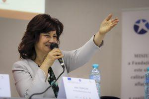 Aura Vatamaniuc talar