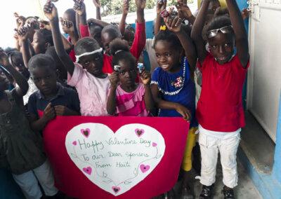 Barna på Haiti ønsker alle en god valentinsdag!