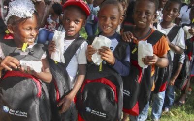 Siste nytt fra Haiti: Skolesekkene har nådd frem til barna!